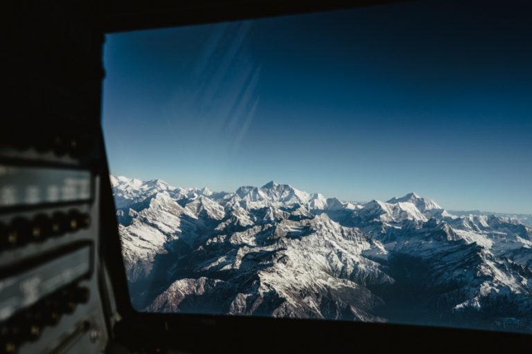 Zbor cu avionul lângă Everest, Nepal.
