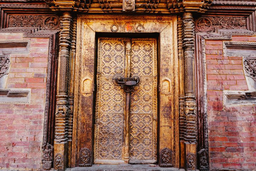 Usa templului din Patan