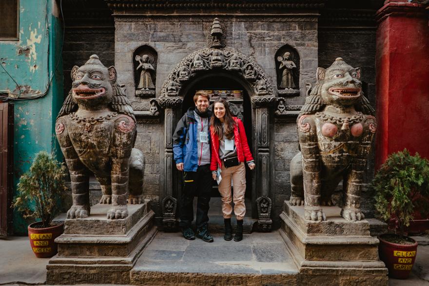 Poza cu noi la un templu mic din Patan