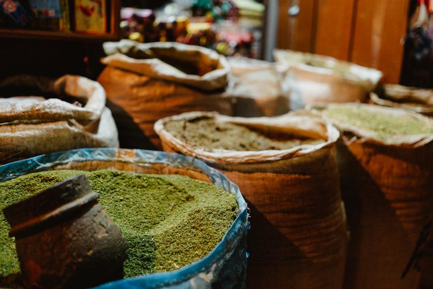 Condimente pe strazile din Thamel, Kathmandu, Nepal