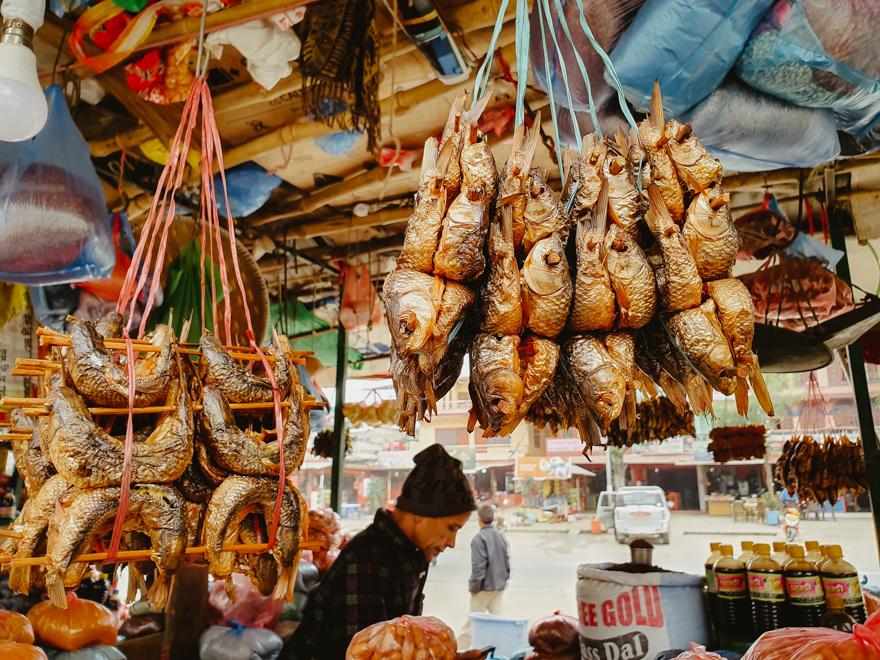 Peste uscat la piata in Nepal