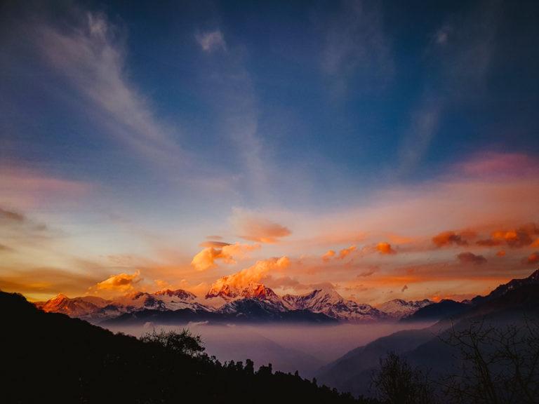 Trekking de 3 zile în Annapurna, Himalaya. Răsărit pe Poon Hill.