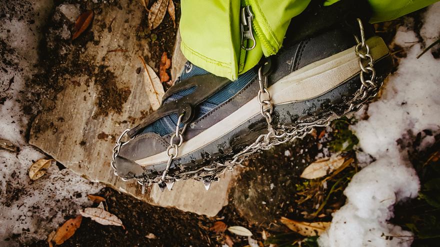 Crampoane la bocanci in trekking