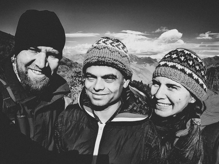Poza cu noi doi si ghidul in Nepal
