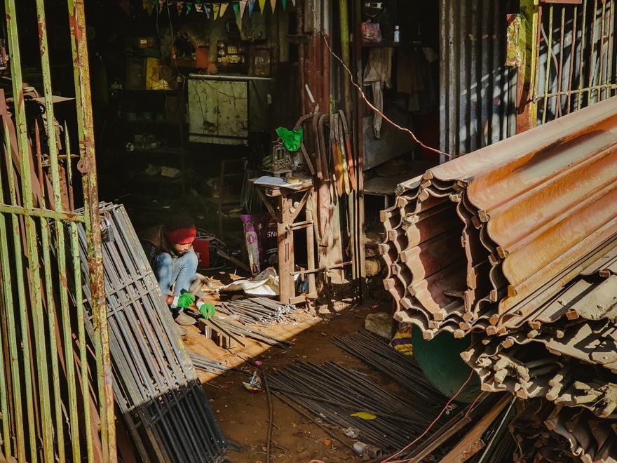 Tinichigiu pe strazile din Thamel, Kathmandu, Nepal