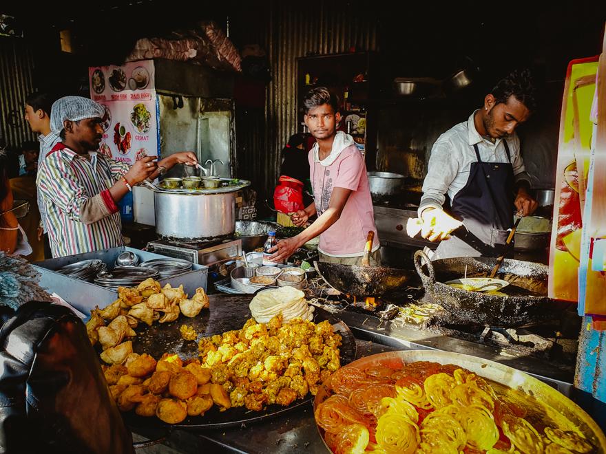 Street food pe strazile din Thamel, Kathmandu, Nepal