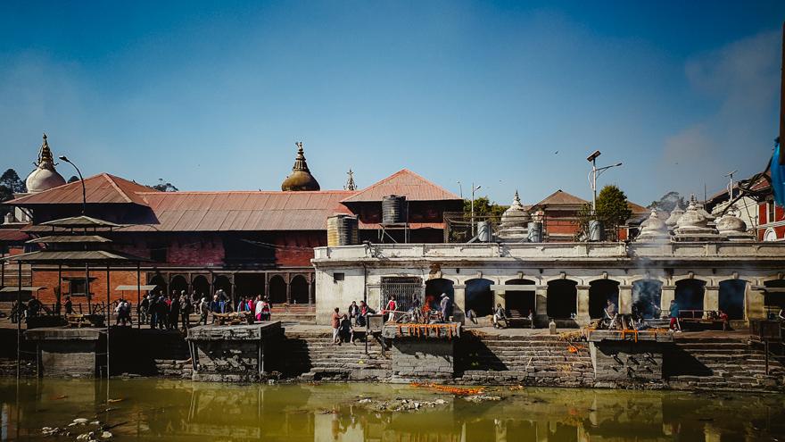 Templul Pashupatinath cu raul sfant