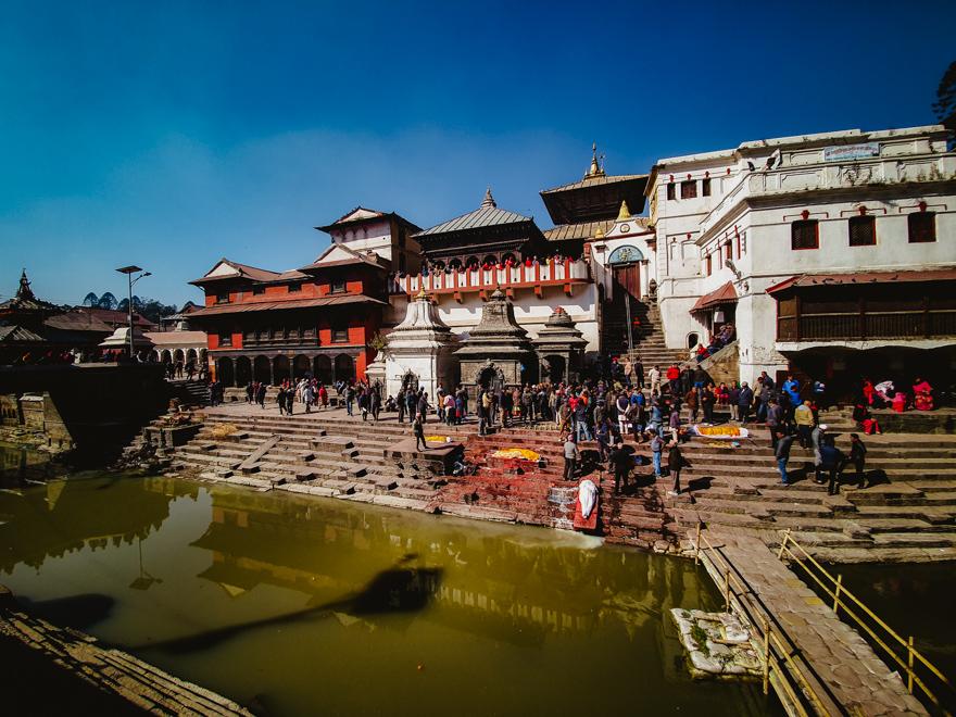 Ceremonie de incinerare la Templul Pashupatinath