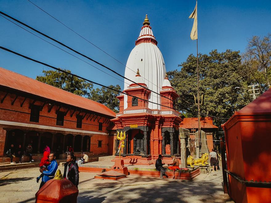 Pereti rosii la Templul Pashupatinath