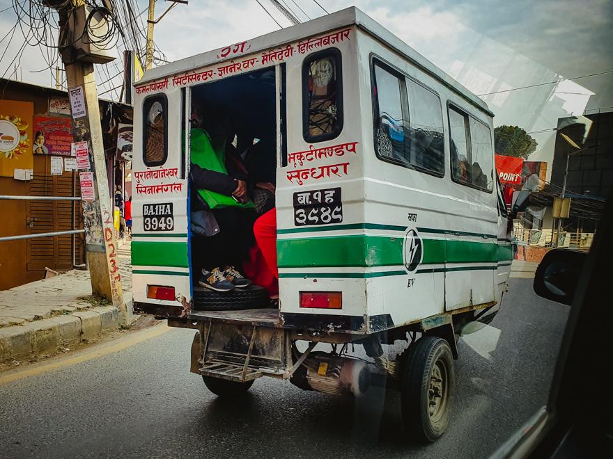Masina de transport in Nepal